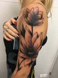 Free Hand Tattoo flower - Niko Buhsman - Tiki La Rochelle