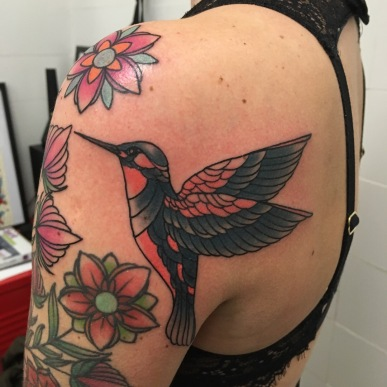 oiseau couleurs tatouage - Colored Bird tattoo - Niko Buhsman - Tiki La Rochelle