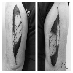 Plume de pie tattoo - Mallo - La Rochelle - Rochefort Niko Bushman