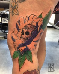 Tatouage pivoine - Skull and Peony Tattoo - La Rochelle - Rochefort Niko Bushman